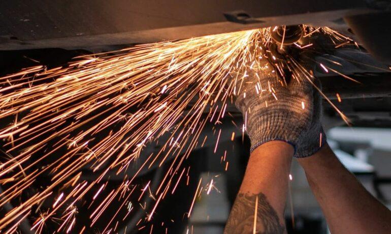 Слесарные работы не увеличивают стоимость ремонта!